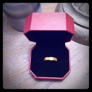 New  size 8 ring w/ Stone C